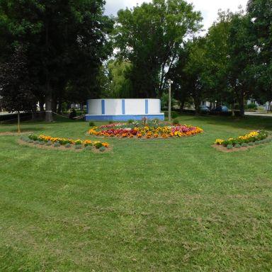 Výsadba kvetov v obci